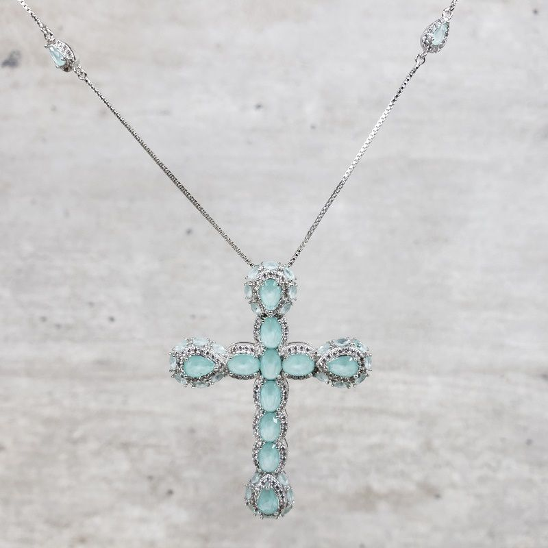 Colar Ródio Branco Crucifixo Bordado
