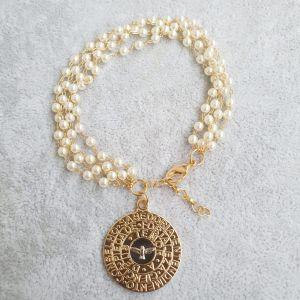 Pulseira semijoias 4 fios de perolinha com medalha  divino 8345
