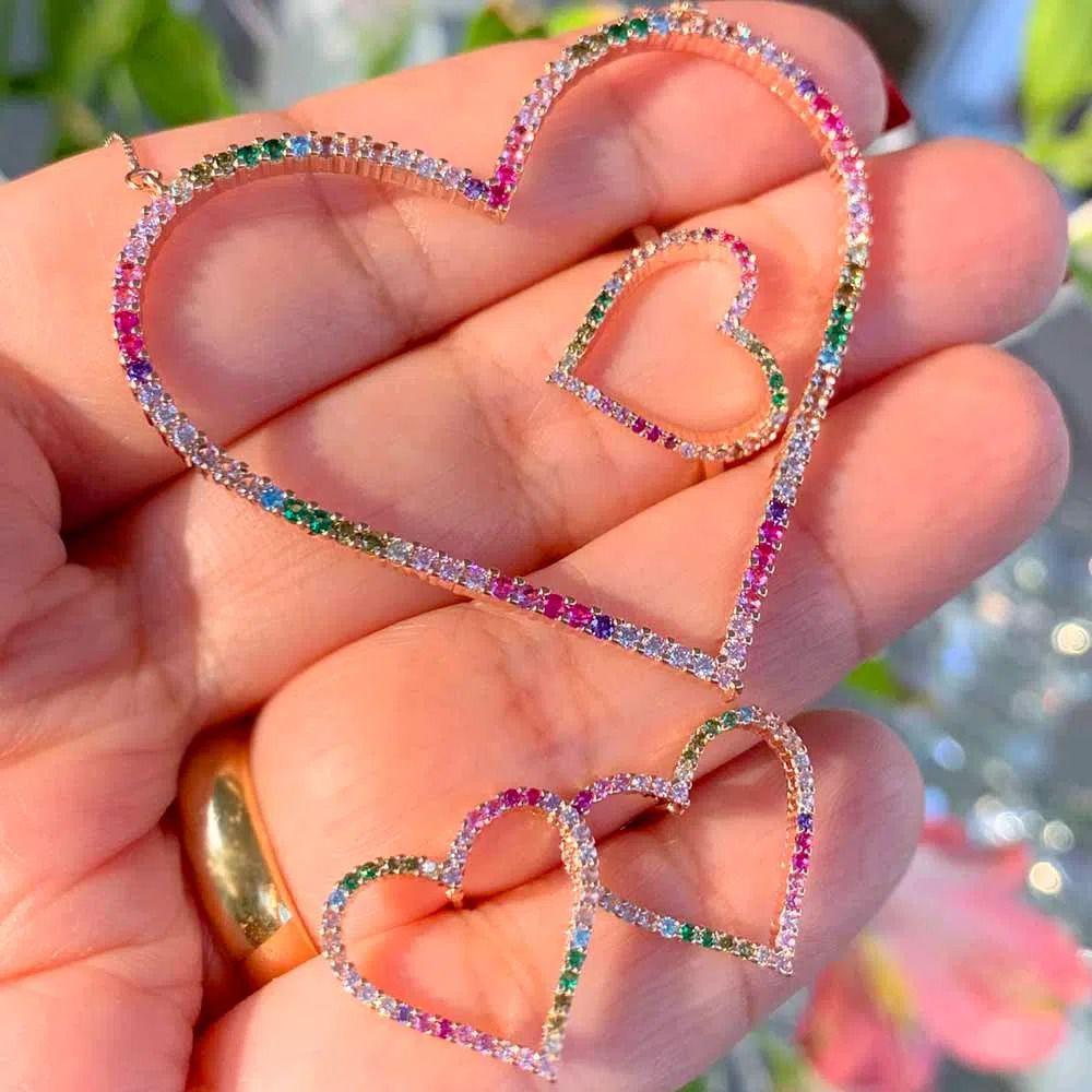 Brinco semijoia coração cravejada zirconias coloridas 137155