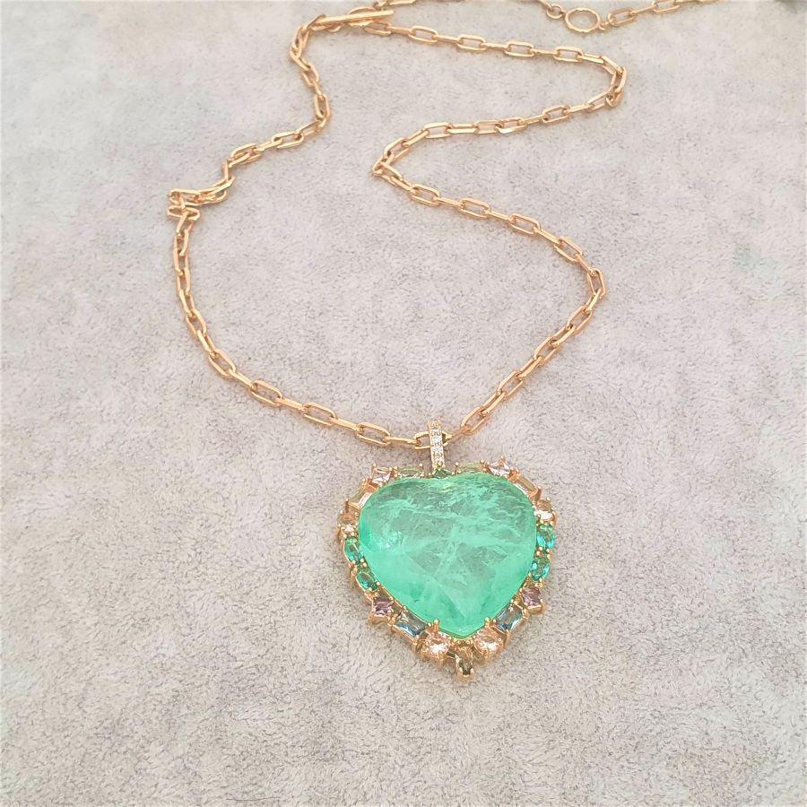 Corrente semijoia cartier dourada coração fusion esmeralda