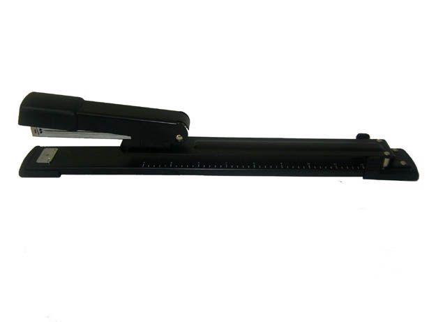 Grampeador Longo alcance (capacidade 15 folhas)