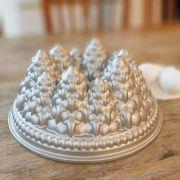 Forma de Bolo Nordic Ware Vulcão Pinheiros de Natal em Alumínio Fundido