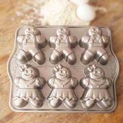 Forma para Mini Bolos Gingerbread Kids Cakelet Silver Nordic Ware
