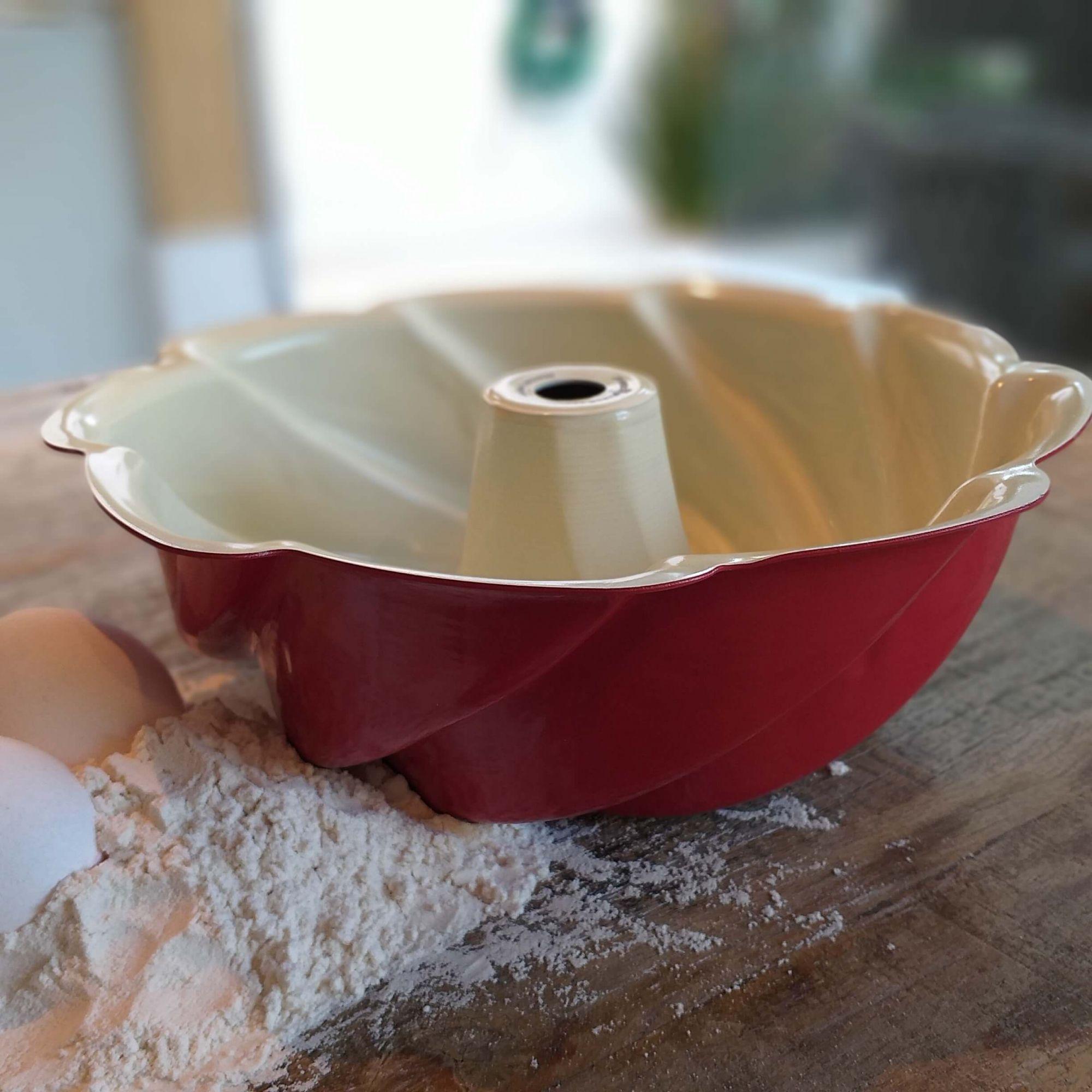 Forma de Bolo Heritage Bundt 10-Cup Nordic Ware Vermelha