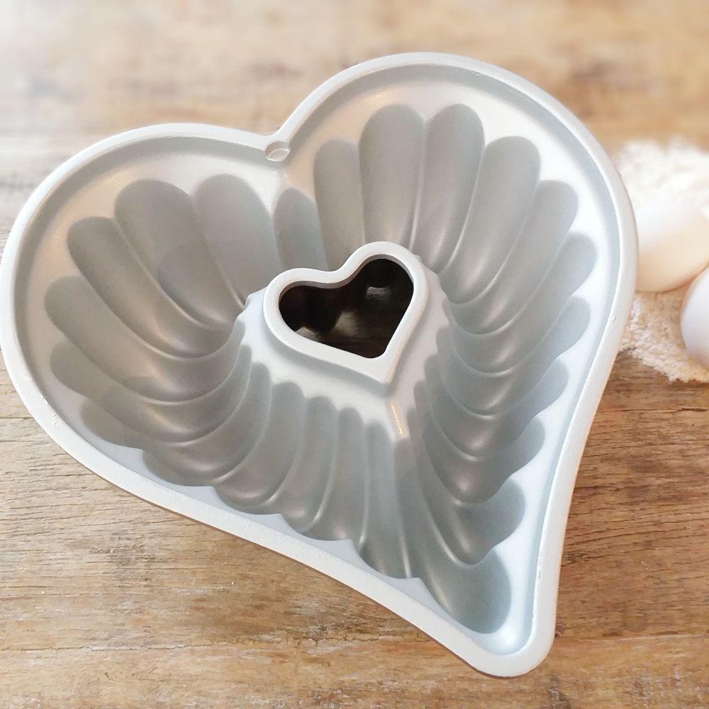 Forma de Bolo Nordic Ware Coração Alumínio Fundido 27,5cm x 26cm