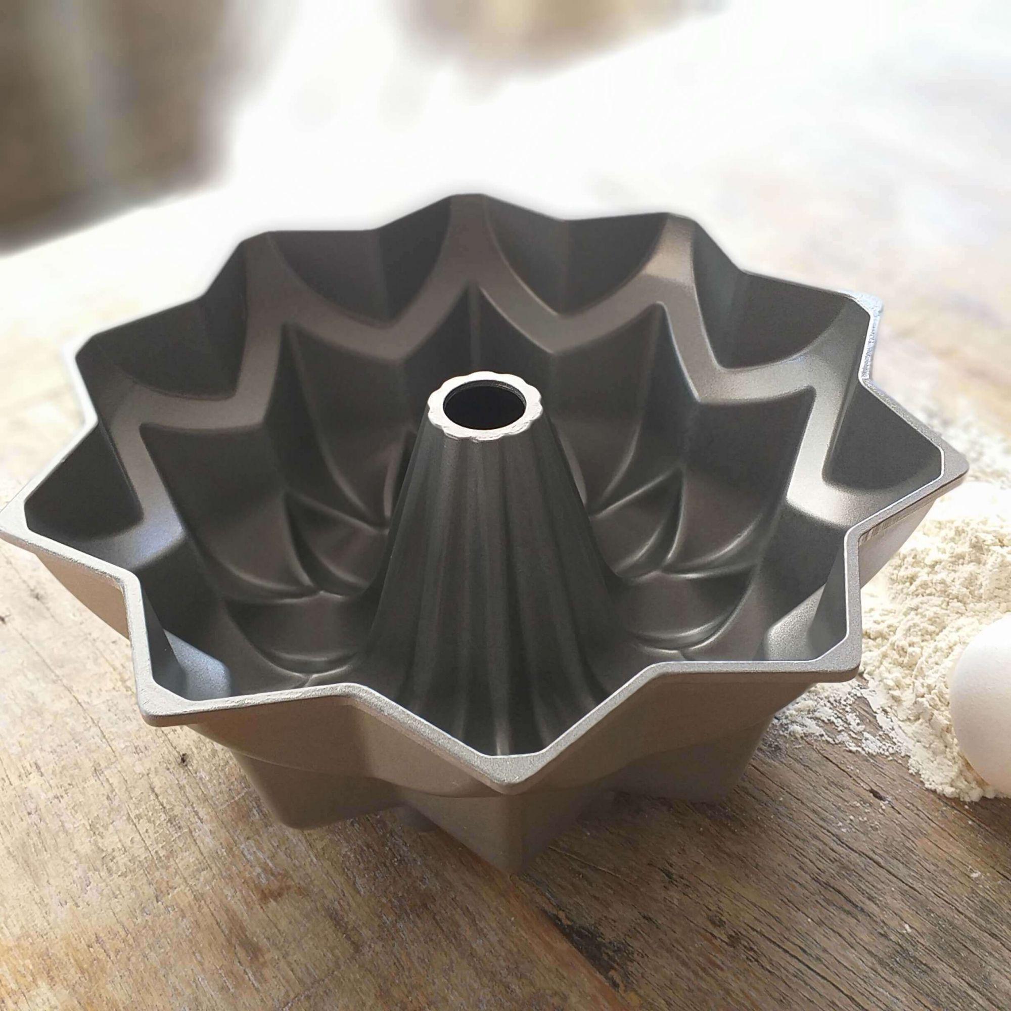 Forma de Bolo Vulcão Silver Star Nordic Ware
