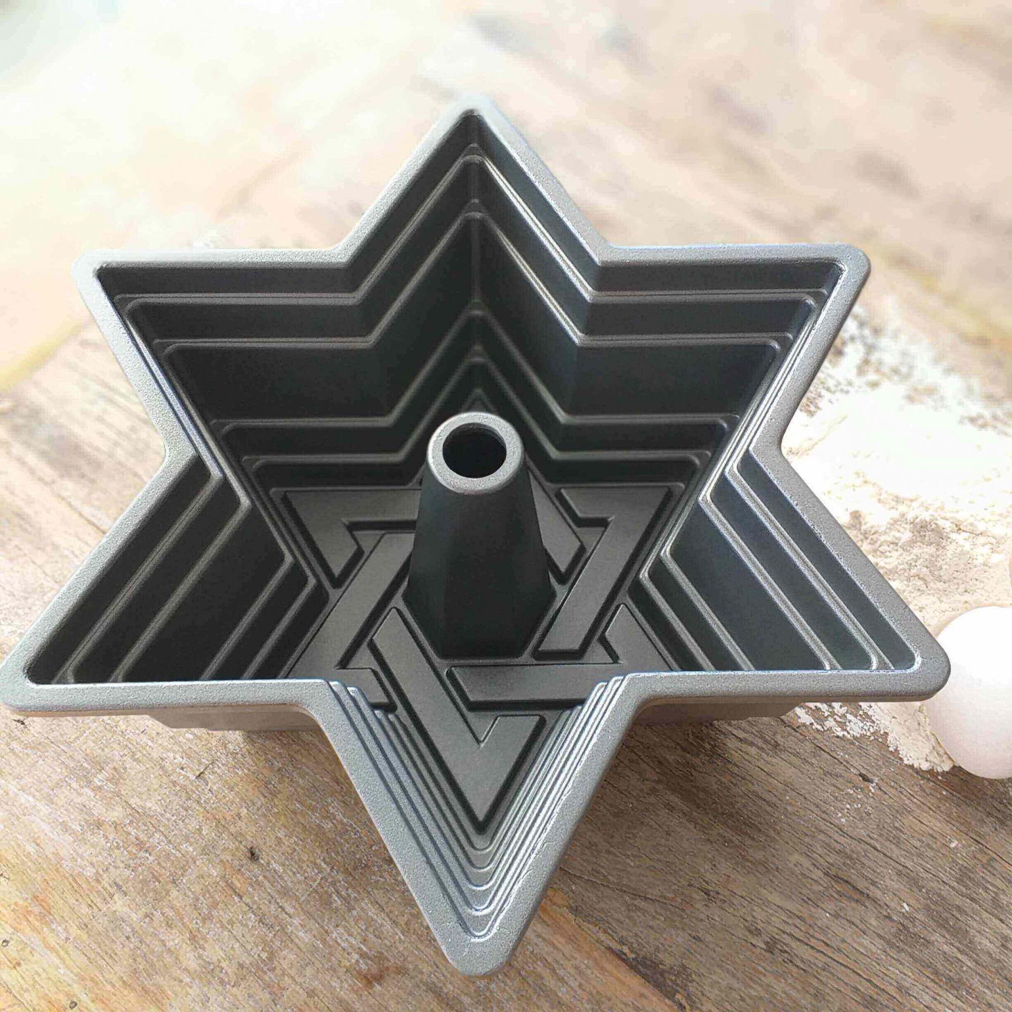 Forma de Bolo Nordic Ware Estrela de Davi Prata Premium