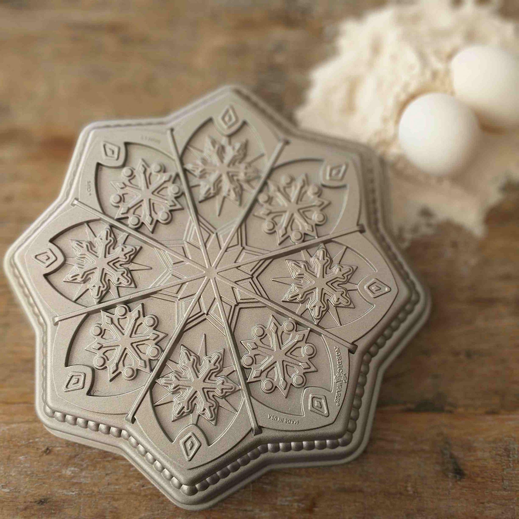 Forma de Bolo de Natal Sweet Snowflake Nordic Ware Prata