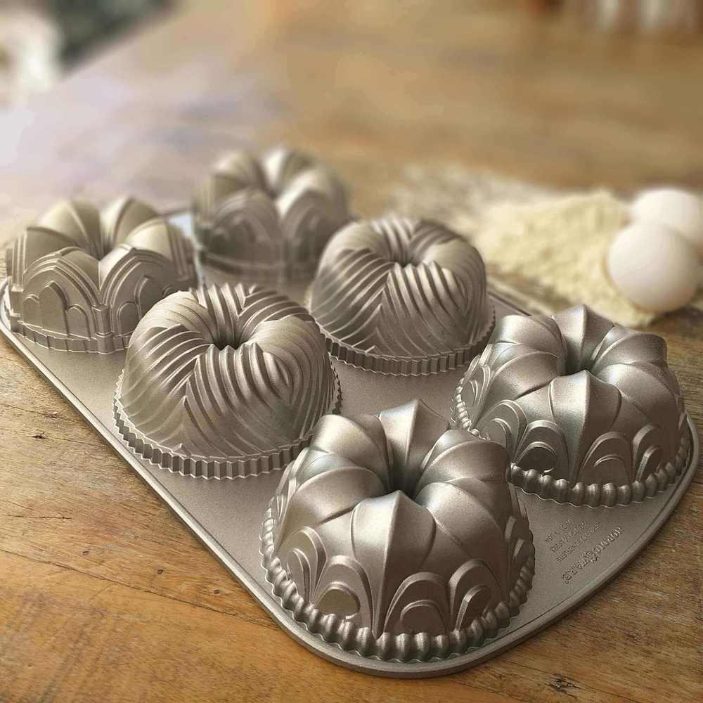 Forma de Cupcake Pro Garland Prata Nordic Ware