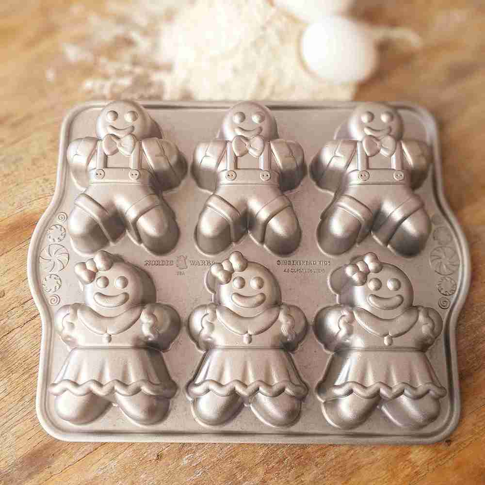 Forma para Mini Bolos Gingerbread Kids Cakelet Silver Nordic Ware