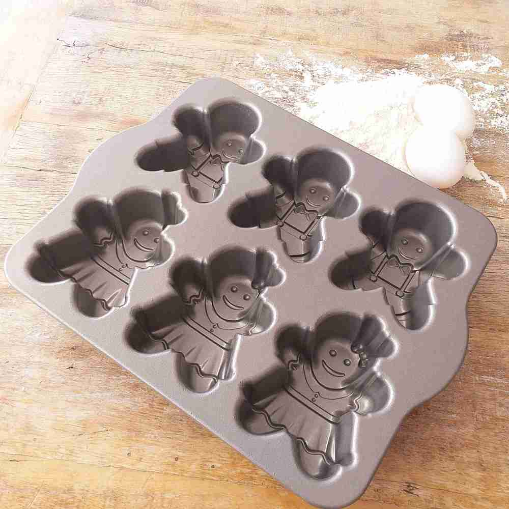 Forma para Mini Bolos Gingerbread Kids Cakelet Silver Nordic Ware  - Brandal table & textile