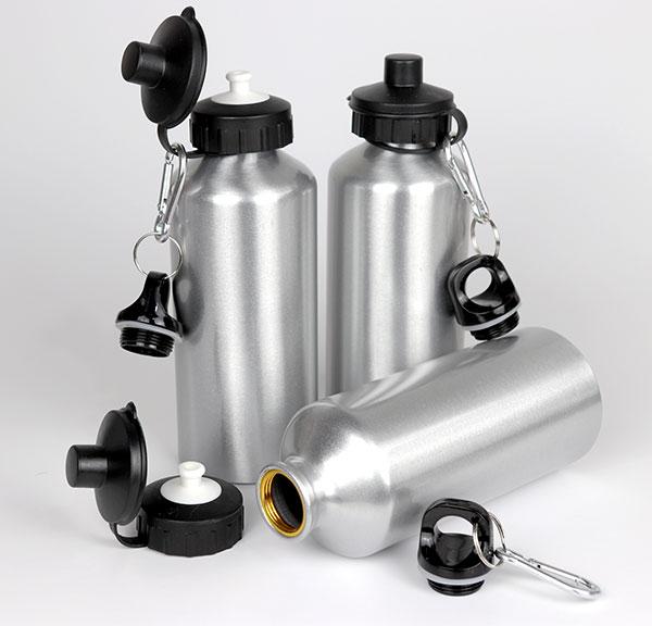 Squeeze de Aluminio C/ Tampa Dupla 600 ml Prata - Possui bico dosador e tampa com mosquetão