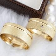 Aliança de Casamento Trabalhada em Ouro 10k - 1 Zircônia 7mm - A122