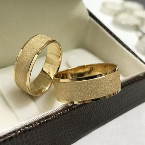 Aliança de Casamento Trabalhada em Ouro 10k 5mm - A124