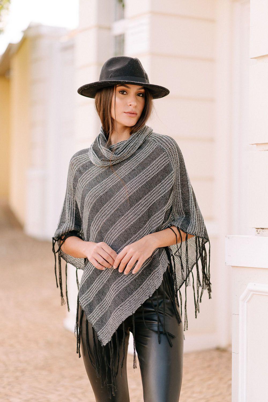 poncho de tricot tons mescla com franja