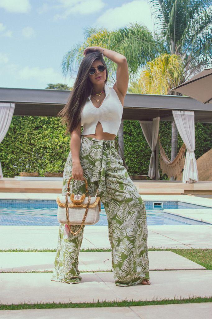 Calça Pantalona Estampada com Bolso e Cinto