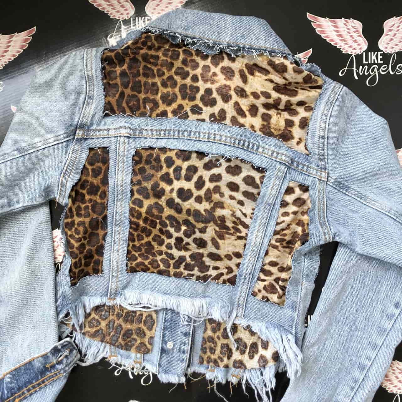 Jaqueta Jeans Cropped Animal Print