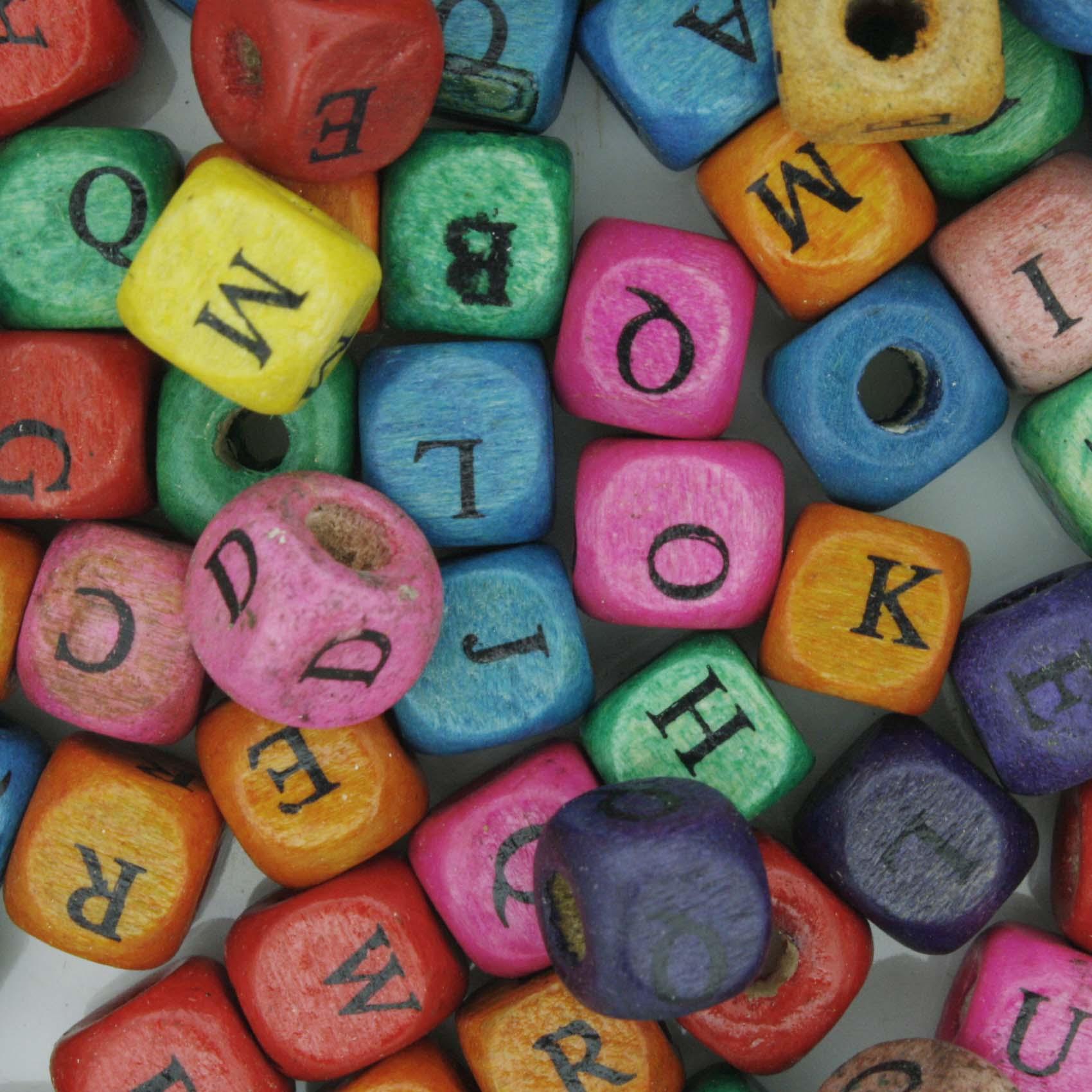 Letras de Madeira Cubo - Colorida - 8mm  - Stéphanie Bijoux® - Peças para Bijuterias e Artesanato
