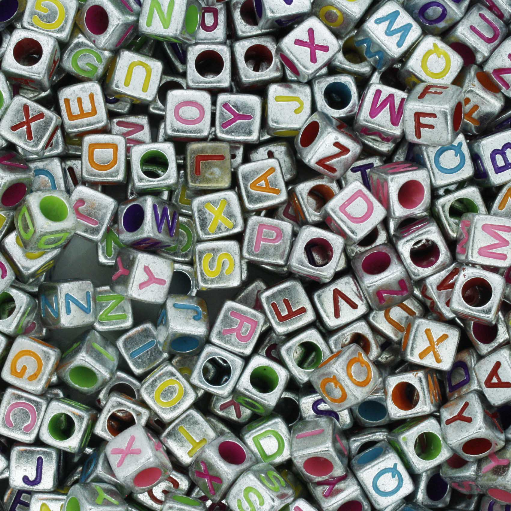 Miçanga - Letras Cubo Prateada Colors  - Stéphanie Bijoux® - Peças para Bijuterias e Artesanato