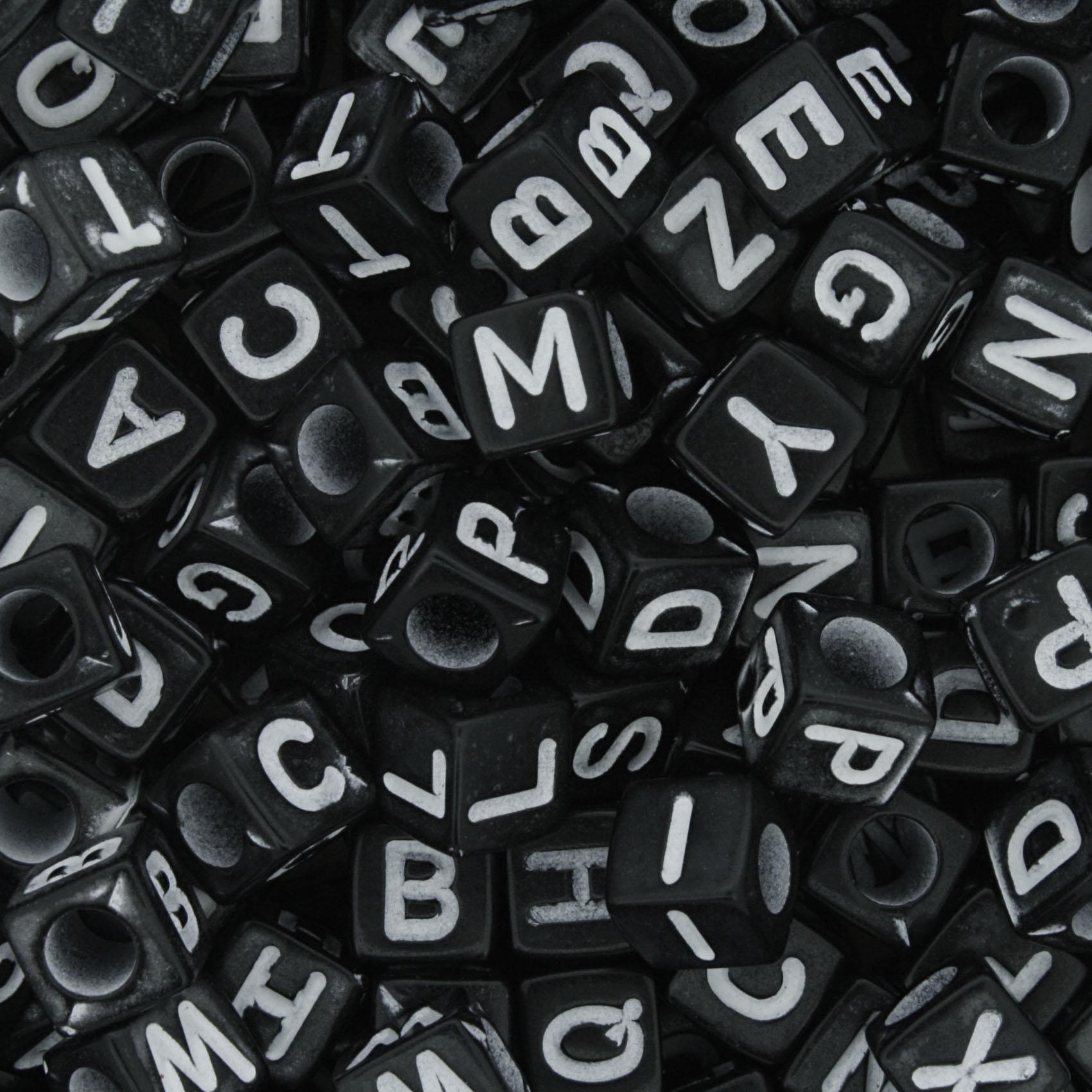 Miçanga - Letras Cubo Preta e Branca  - Stéphanie Bijoux® - Peças para Bijuterias e Artesanato