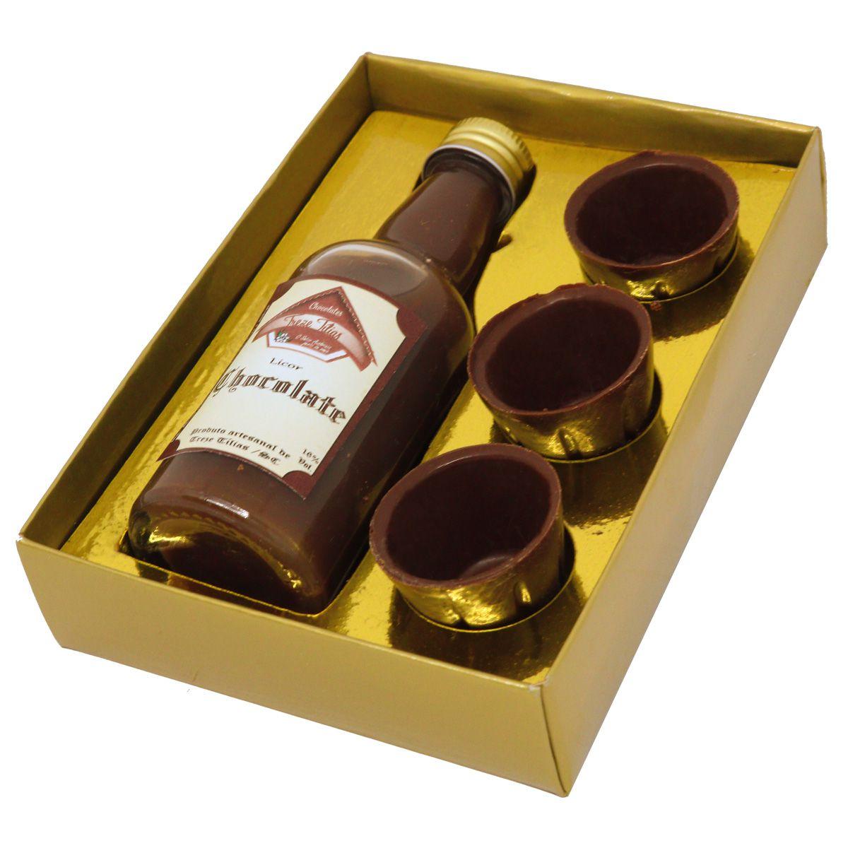 Caixa Dourada Com Licor e Copinhos de Chocolate Belga