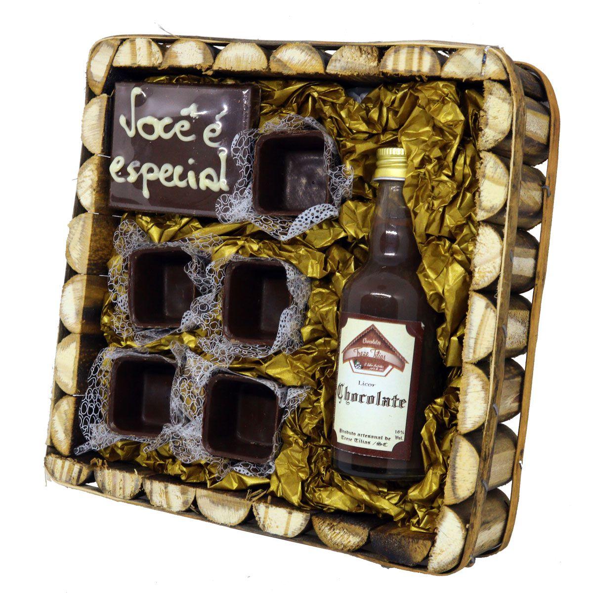 Estojo de Madeira Licor com Barra e Copinhos de Chocolate Belga