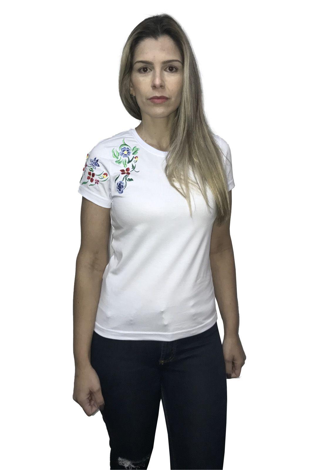 Camiseta Bordada em Floral
