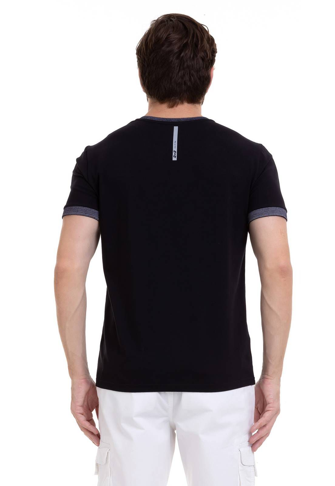 Camiseta Diferenciada Com Detalhe Preta