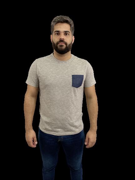 Camiseta em Listras Finas Com Bolso Jeans Preta