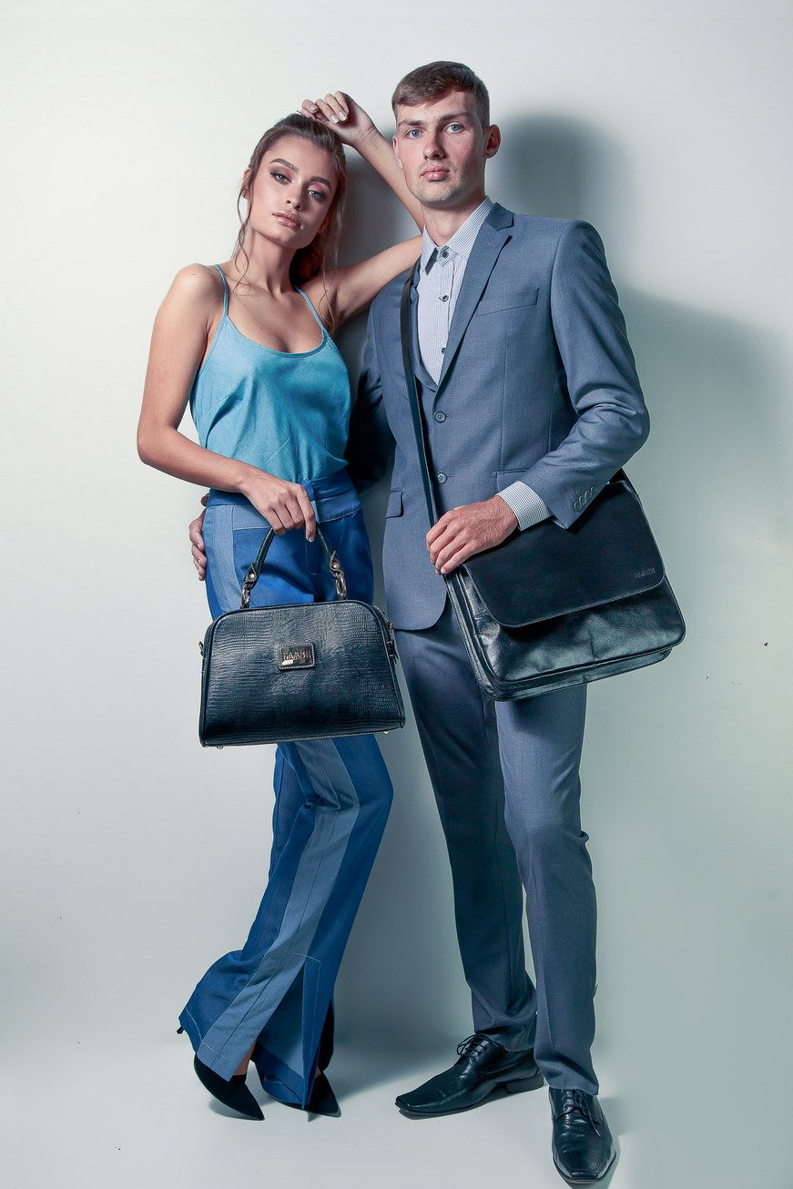 Bolsa Masculina Preta de Couro com Alça Transversal HP015 | HAMISH