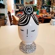 Decoração de Cerâmica Menina de Olhos Fechados Mabelle Souq