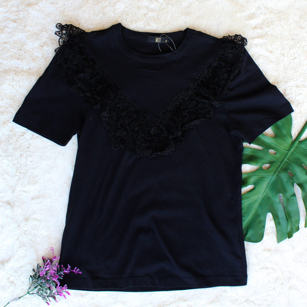 Camiseta de Malha com Renda Preta HIT  - Lemis