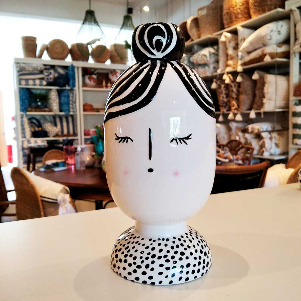 Decoração de Cerâmica Menina de Olhos Fechados Mabelle Souq  - Lemis