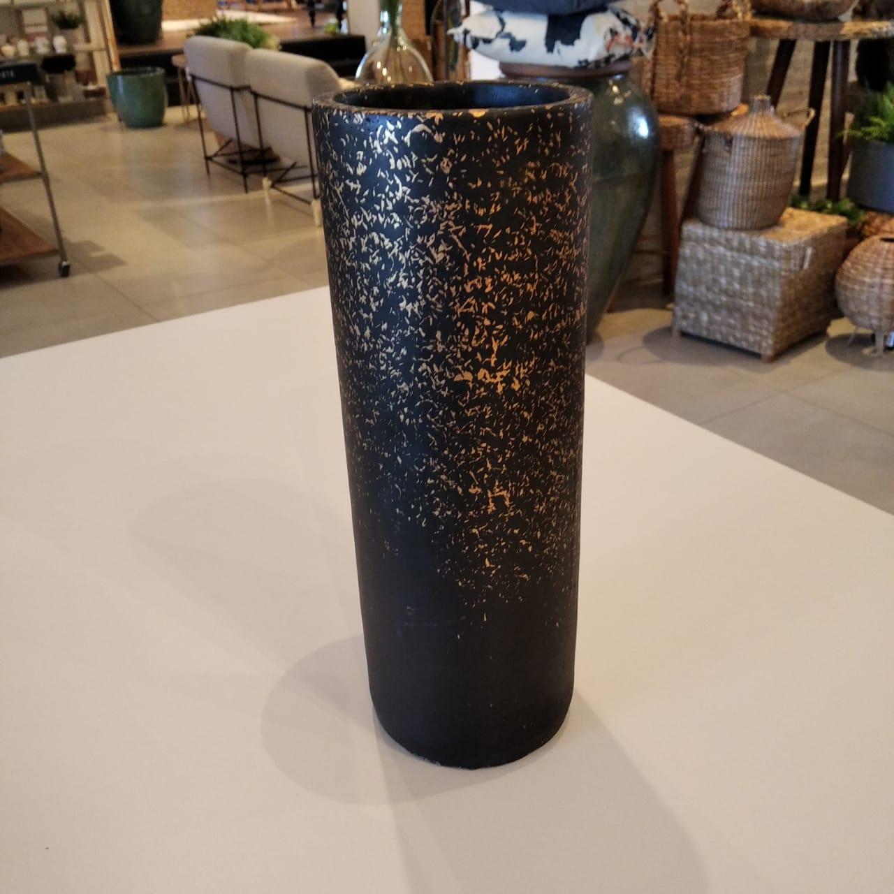 Vaso Preto e Dourado em Cimento  - Lemis