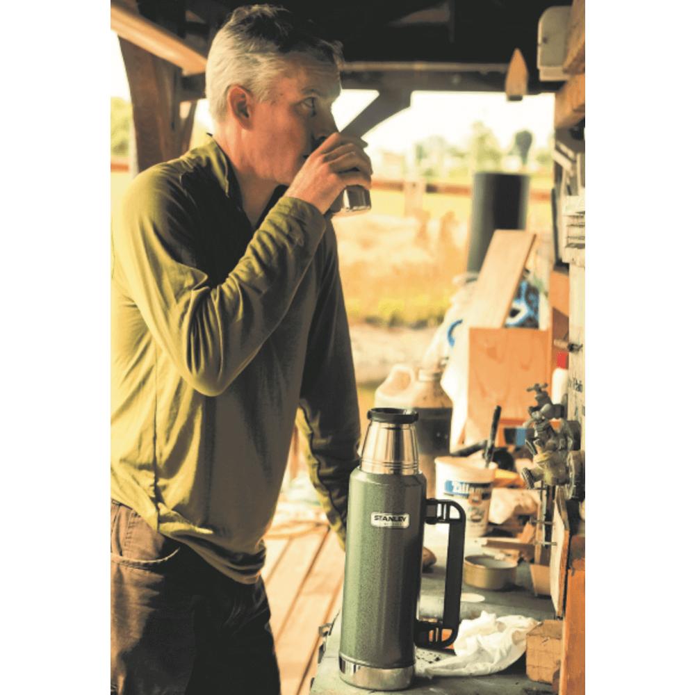 Garrafa Térmica Inox Classic Hammertone Green 1,30L Stanley