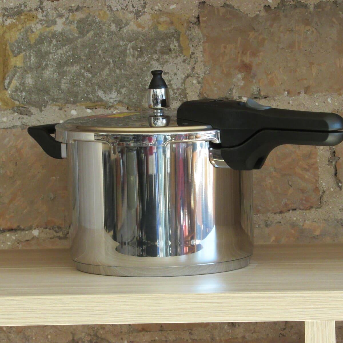 Panela de Pressão para Cozinhas Modernas Aço Inox 6L Mta