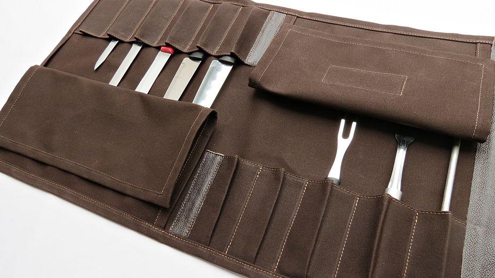 Estojo para Facas Modelo em Canvas e Couro para 11 peças tamanho 10 polegadas com alça de mão e lateral, personalizado com nome cor Café