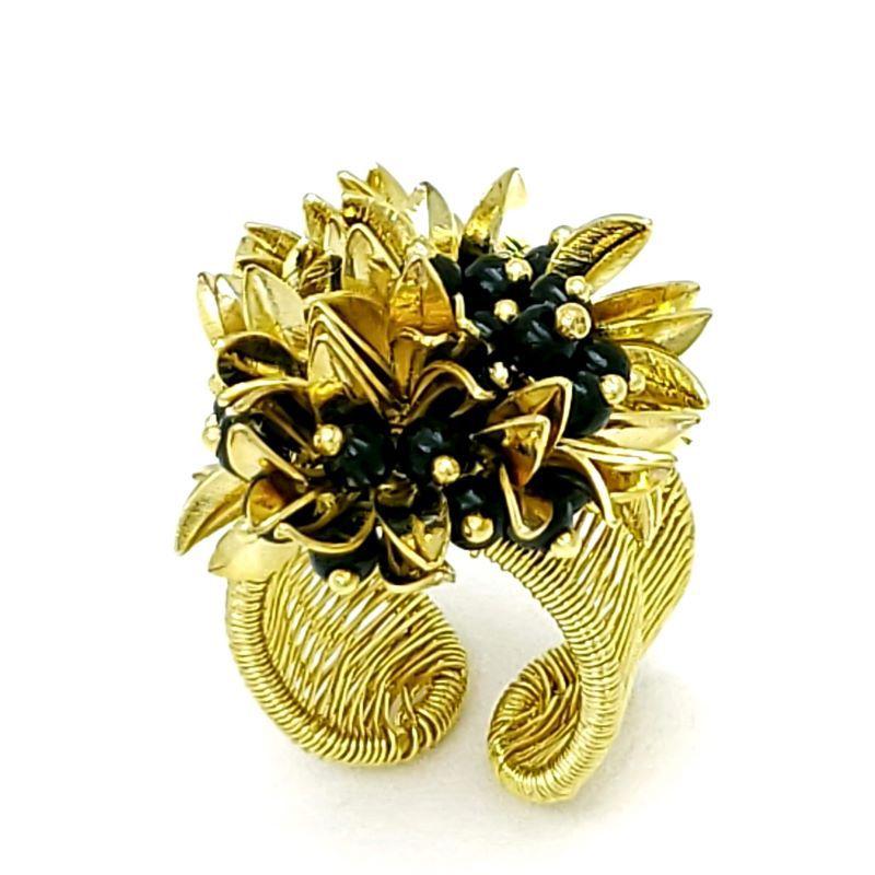 Anel Flor Dourada E Negra Aro Ajustável Banho De Ouro 18k 1500