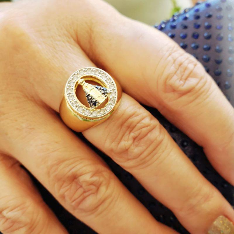 Anel Nossa Senhora Aparecida Cravejado Com Zirconias Banho De Ouro 18k 2263