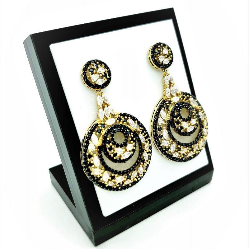 Brincos Beleza Rara Cravejado De Zirconias Negras Banho De Ouro 18k 3580