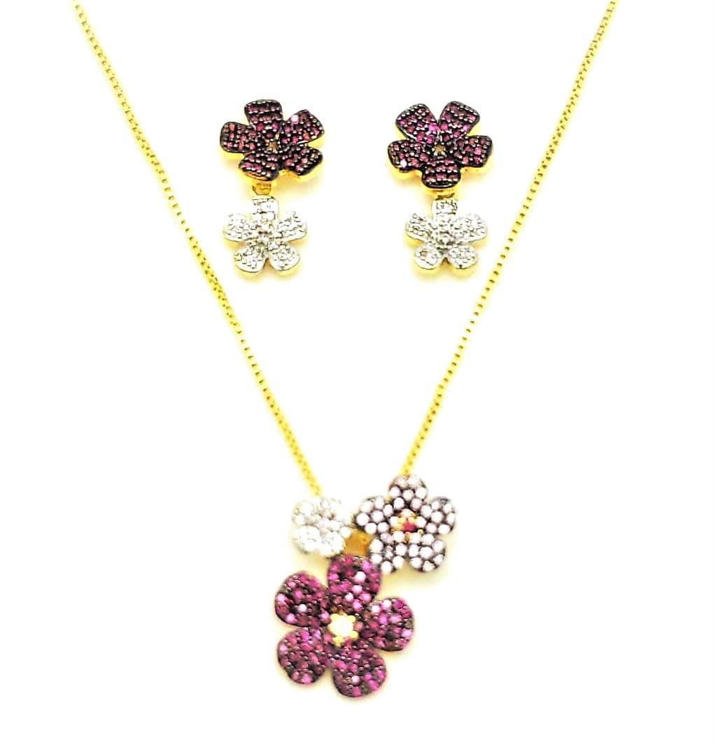 Brincos E Cordão Com Pingente Flores Cravejadas Rubelita E Cristal Banho Ouro 18k 4627