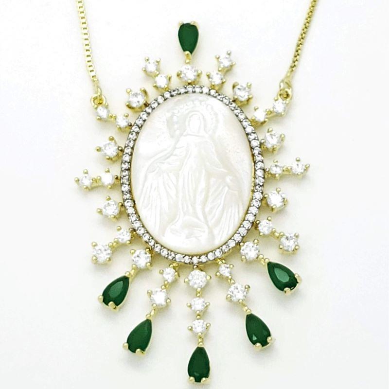 Cordão Nossa Senhora Das Graças Madrepérola Cravejado Verde Esmeralda Banho De Ouro 18k 4728