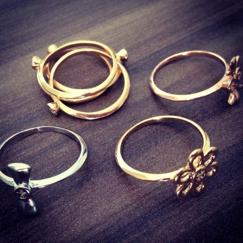 Kit 7 Anéis Cravejados Zirconias Em 3 Banhos De Ouro 18k: Amarelo Branco Rosé 818