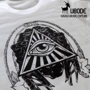 Camiseta Mão e o Olho que Tudo Vê