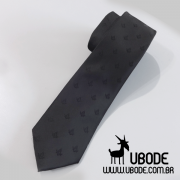 Gravata Slim preta com esquadro e compasso bordados em preto