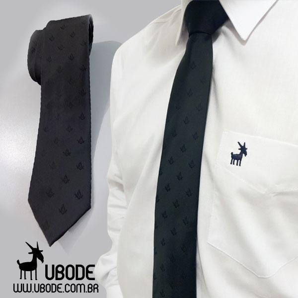 Camisa manga longa UBODE + Gravata Esquadro e Compasso bordado em preto