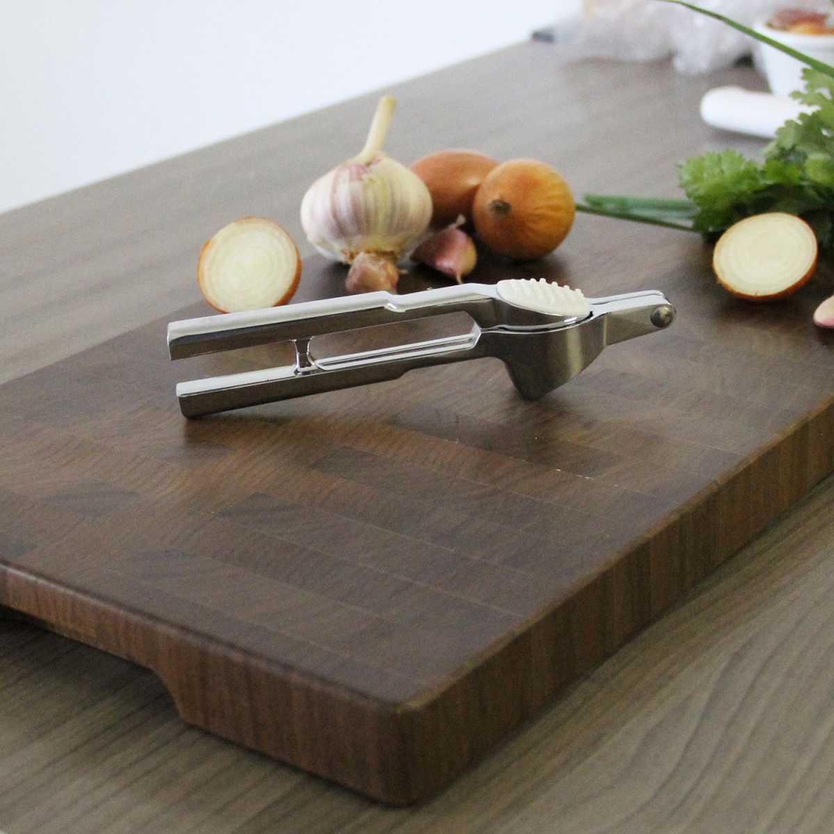 Espremedor de Alho Em Zinco Galvanizado Cromado Gourmet Mix GX9033