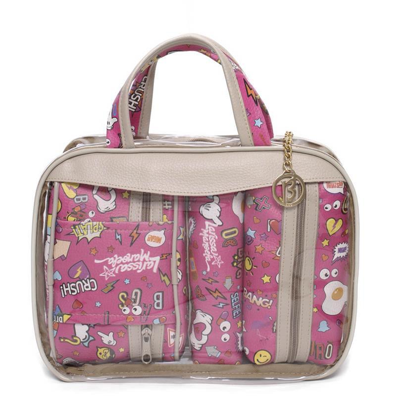 2c73d3246274e Kit 3 Necessaires Larissa Manoela Bolsa Maleta Stickers Transparente e Pink  - Le Bazar ...