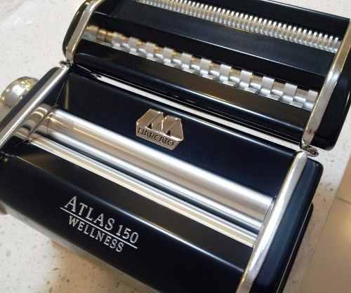 Máquina de macarrão italiana preta Atlas 150 Marcato