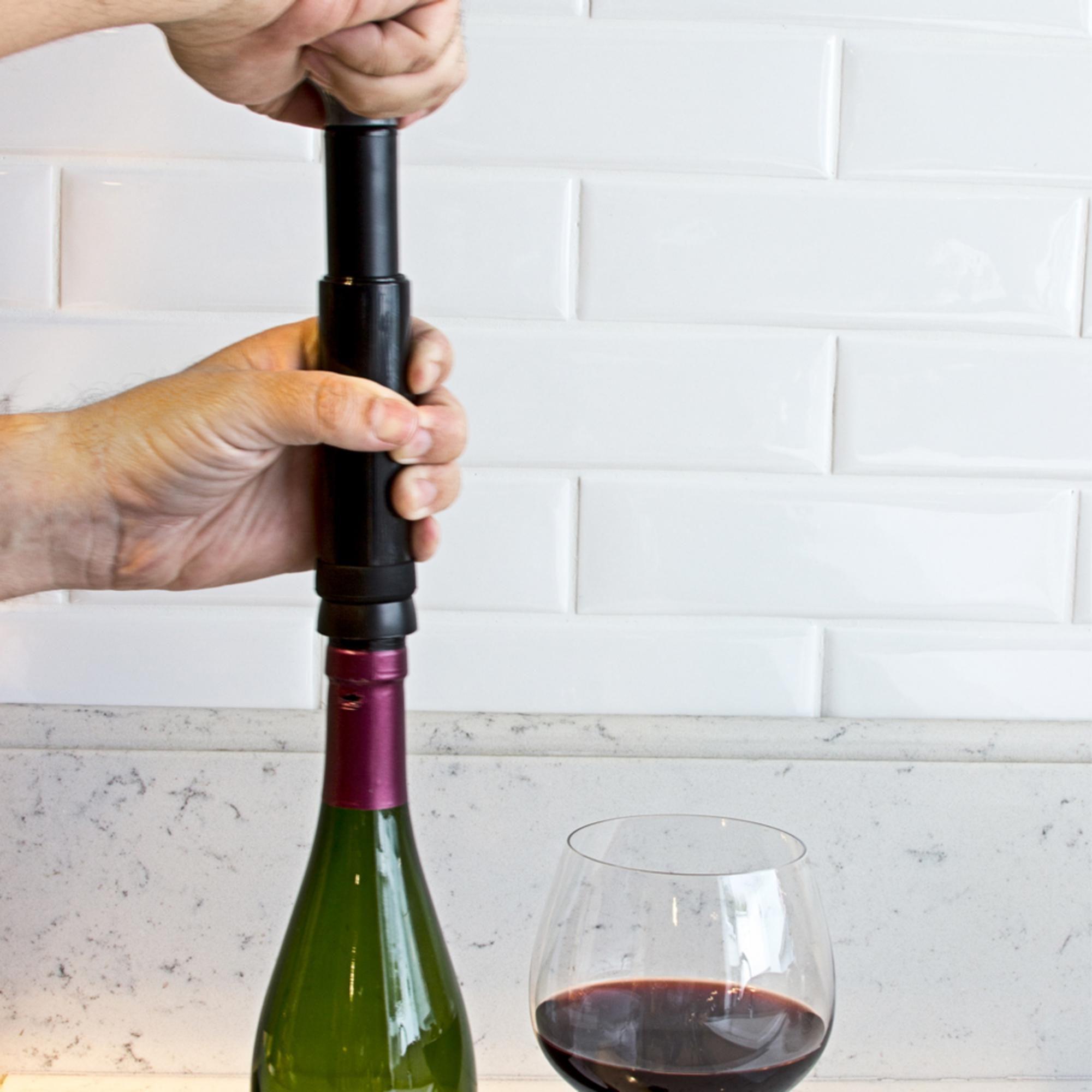 Bomba a vácuo para vinho com 2 rolhas e marcador de data Prana